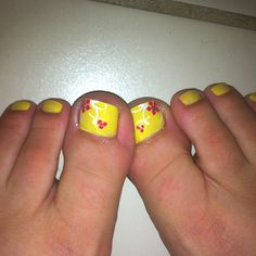Yellow nails, pink flower