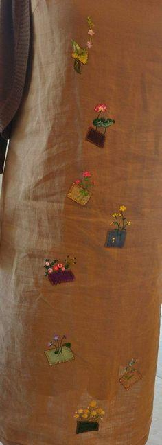 직접 만든 마원피스에 모시조각을 패치웤 했더니 전여사님 그곳에 고운 꽃을 얹으셨다. 고운 얼굴처럼 옷도...