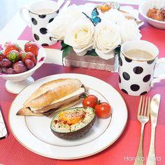 baked_eggs_in_avocado_1