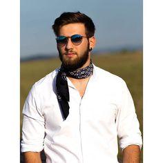 A classic geometric print on luxurious fine silk twill to add a dash of dapper to your look. Mens Scarf Fashion, Men Scarf, Bandanas, Gentleman's Wardrobe, Bandana Styles, Sartorialist, Neckerchiefs, Dapper, Leather Men