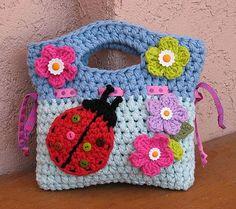 Girls Crochet Ladybug Purse Pattern - by Evas Studio - love this. if only I could crochet! Love Crochet, Crochet For Kids, Crochet Flowers, Knit Crochet, Single Crochet, Crochet Shawl, Slippers Crochet, Crochet Stitches, Crochet Handbags