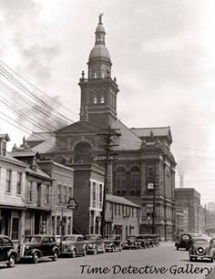 Old picture of the Court House. Tri State Area, County Seat, Unique Architecture, Old Pictures, Empire State Building, Mississippi, Iowa, Wisconsin, Childhood