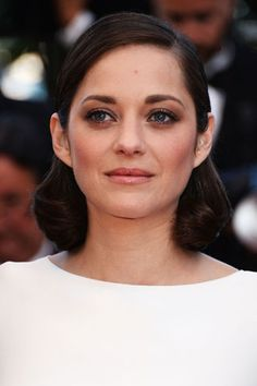We always count on Marion Cotillard to deliver when it comes to beauty. Here, the retro hair and slightly severe contour work nicely to offset her diffused smoky eye at the 2013 Cannes Film Festival Red Carpet. #beauty