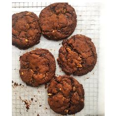 "21 Likes, 2 Comments - ESFITNESS🇳🇿 (@esfitnessnz) on Instagram: ""🍪Sweet Tooth Sunday - Choc Chip and Walnut Cookies🍪 It's cookie recipes like this that make you…"""
