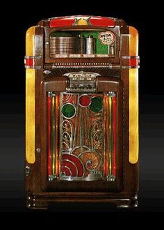 Wurlitzer Jukebox- a beauty! Vintage Store, Vintage Box, Vintage Music, Jukebox, Radios, Music Machine, Machine Video, Slot Machine Cake, Antique Radio
