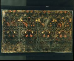 Gilt leather altar frontal consisting of four panels, with three borders at the top, and the upper part of four other panels at the bottom. The pattern of the panels consists of X-shaped leaf curves decorated with fruit and flowers; each curve is perched a bird, and from the junction of the curves springs a large flower. The whole has been darkened a lot as a result of the varnishing of the silver foil, due to the oiling of the leather. ca 1500-1600 | V museum, London