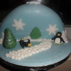 christmas cake with penquins