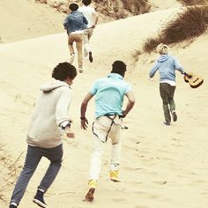 1D:).. this is probably one of my fav pictures... except you cant see their faces :S