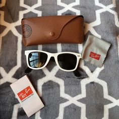 Ray-ban white wayfarer sun glasses They have been used and have minor scratches on bridge and lenses. Comes from a smoke free and pet free home! Bundling✅ no trades Ray-Ban Accessories Glasses