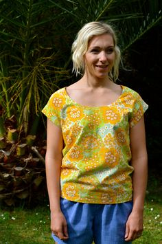 Summer Casual Top yellow printed Vintage Fabrics size 10 by theHouseofchickaDee on Etsy
