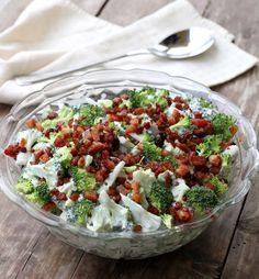 Brokkolisalat med bacon Great Recipes, Healthy Recipes, Creative Food, Indian Food Recipes, Food Inspiration, Cobb Salad, Broccoli, Tapas, Cravings