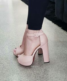 Pretty Shoes, Beautiful Shoes, I Love My Shoes, Cute Shoes, Me Too Shoes, Cute High Heels, New Sneakers, Only Shoes, Shoe Closet