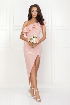 AGNES asymetryczna sukienka pudrowy róż Pretty Prom Dresses, Nice Dresses, Formal Dresses, Wedding Bridesmaid Dresses, Fashion Pictures, Strapless Dress Formal, Marie, Dressing, Short Sleeve Dresses