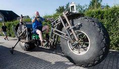 Tecnoneo: Un alemán de 49 años construye una motocicleta funcional de 1.200 kg que tiene como objetivo superar el récord mundial de peso