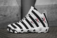 Reebok announced the upcoming re-release of retired MLB player Frank Thomas' signature Big Hurt. The trainer returns to form in both OG colorways - black and white and feature the alternate black and white stripes across the upper. Popular Sneakers, Best Sneakers, Sneakers Fashion, Hot Shoes, Men's Shoes, Shoes Sneakers, Footwear Shoes, Tenis Basketball, Air Jordan