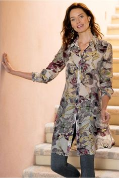 Petites Sasha Shirt Perfectly transitional, our silky-touch tunic in a modern muted watercolor print looks equally chic as a shirtdress or a tunic over leggings. Kurti Designs Party Wear, Kurta Designs, Blouse Designs, Casual Chic, Casual Wear, Casual Dresses, Dress Shirts For Women, Clothes For Women, Hijab Fashion