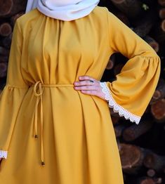 Yellow and white - Pakistani dresses Hijab Fashion Summer, Modest Fashion Hijab, Abaya Fashion, Fashion Dresses, Hijab Mode, Mode Abaya, Muslim Women Fashion, Islamic Fashion, Pakistani Dresses Casual