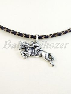 Ezüst díjugrató medál Silver Horse, Equestrian, Arrow Necklace, Pendants, Horses, Jewelry, Sports, Jewlery, Jewels