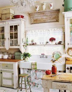 The Little White House On The Seaside: Full Kitchen