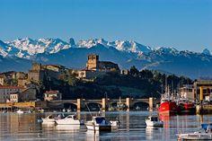 8. San Vicente de la Barquera, en Cantabria - Estos son los mejores pueblos de costa de España según los lectores de Condé Nast Traveler