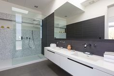 Based in the heart of Torrance and South Bay, Hampton Woodwork has been dominating the business for more than 15 years. Hampton woodwork is widely regarded as a company that excels in providing bathroom remodeling in Los Angeles. Our bathroom designs are well-thought and up-to-date, and we have all the required materials which would make your ordinary bathroom look extraordinary.