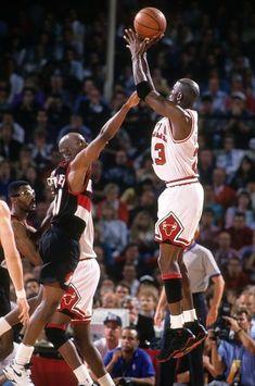 Chicago Bulls Michael Jordan in action vs Phoenix Suns at Chicago. Basketball Memes, Basketball Skills, Sports Basketball, Basketball Players, Michael Jordan Tattoo, Michael Jordan Images, Portland Trail Blazers, Jordan Vii, Scottie Pippen