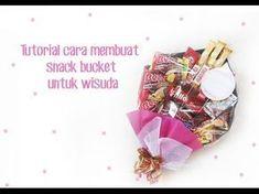 tutorial cara membuat snack bucket wisuda | how to make snack bouquet - YouTube