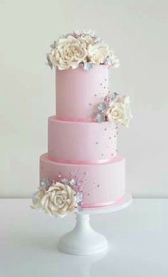 I love the color of this cake