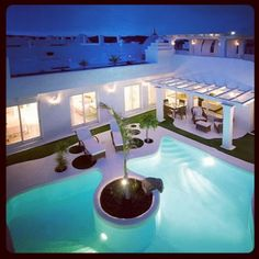 How about Bahiazul at night? You can swim in your private pool after dark because it will be illuminated by blue LED lights as soon as the sun goes down.  ¿Cómo es Bahiazul por la noche? Tu piscina privada se iluminará con luces de LED azules para que puedas bañarte al caer el sol.