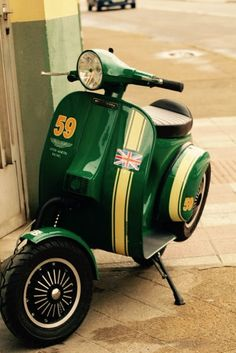 Cool scooter. Anyone got info on it? #MoonstoneMary