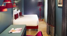 Excentrisme - Hotel Meyerhold Opera Paris