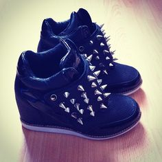 Black shoes with heal inside, s[ikes on the outside