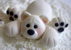 Cute little gumpaste polar bear, getting ready for Christmas! Cute little gumpaste polar bear, getting ready for Christmas! Polymer Clay Animals, Cute Polymer Clay, Polymer Clay Projects, Polymer Clay Creations, Fondant Cake Toppers, Fondant Figures, Fondant Cupcakes, Cupcake Toppers, Igloo Cake
