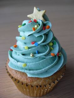 Sugar Ruffles, Elegant Wedding Cakes. Barrow in Furness and the Lake District, Cumbria: Christmas Tree Cupcakes