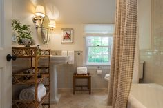 Cottage farmhouse bathroom