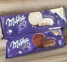 Image in 美味しい collection by myprettylittlethings ♡ Milka Chocolate, Chocolate Brands, Chocolate Lovers, Comida Disney, Yummy Treats, Yummy Food, Sleepover Food, Junk Food Snacks, Food Wishes