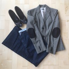 """🎉HP🎉 100% Wool J. Crew Blazer J. Crew Herringbone blazer with dark brown elbow patches. 2 front buttons, 3 faux pockets. 100% wool and 100% beautiful! Fully lined. Approx. 20"""" armpit to armpit. Approx. 27"""" neckline to hem. Size 12. NWOT. J. Crew Jackets & Coats Blazers"""