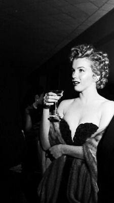 Marilyn at the Henrietta Awards, February 1952.