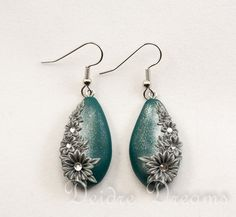 Flower Earrings Silver Green Winter Earrings by DeidreDreams,