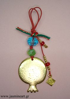 Γούρι 2013, Μπρούτζινο Ρόδι -Τιμή: 9 € Christmas Crafts, Merry Christmas, Christmas Decorations, Christmas Ornaments, Holiday Decor, Felt Patterns, Lucky Charm, Diy And Crafts, Charmed