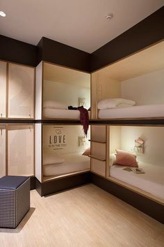 bedroom inspirations for your small bedroom or tiny house Bunk Bed Rooms, Bunk Beds With Stairs, Hostel Barcelona, Dormitory Room, Built In Bunks, Hotel Room Design, Bunk Bed Designs, Home Interior, Interior Design