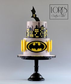 Batman :)  - cake by Lori Mahoney (Lori's Custom Cakes)