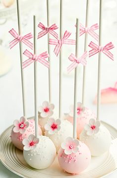 Pink & white flower cakepops.....cake ....good....flowers...good...all makes me happy