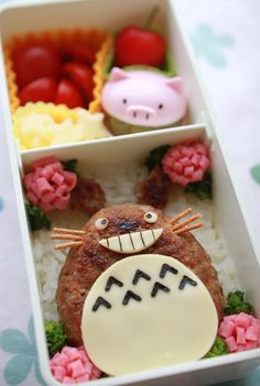Cheese Hamburger Totoro Kyaraben Bento by kentomama Kawaii Bento, Cute Bento, Bento Recipes, Lunch Box Recipes, Japanese Lunch Box, Japanese Food, Cute Food, Good Food, Yummy Food