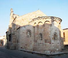 Iglesia de Santa María la Nueva. Siglo XI Situada en el límite oriental del casco antiguo y original del siglo XI, fue víctima de un incendio por el pueblo zamorano y destruida en el llamado Motín de la Trucha de 1158.Conserva en traza románica el ábside y el muro meridional primitivos, siendo del mismo estilo la reconstrucción posterior, en torno a 1200.