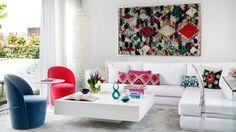 Apartamento Decorado en Blanco con Acentos de Colores