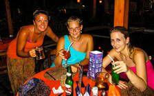 Feucht Fröhliche Abendgestaltung auf Bali