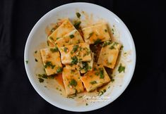 Pan grilled paneer with sriracha, honey, garlic, lime and coriander, a quick and easy party starter Indian Snacks, Indian Food Recipes, Vegan Recipes, Snack Recipes, Cooking Recipes, Ethnic Recipes, Grilled Paneer, Coriander, Grain Free