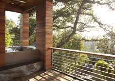 The Hillside House in Mill Valley, California by SB Architects. The team of SB Architects has completed the Hillside House, which is situated in the hills Outdoor Bathtub, Outdoor Bathrooms, Outdoor Showers, Indoor Outdoor, Unusual Bathrooms, Small Bathrooms, Hillside House, Contemporary Patio, Cedar Siding
