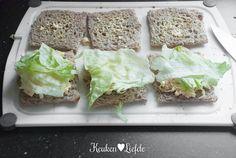 Deze smakelijke sandwiches mogen bij een klassieke high tea (of eigenlijk afternoon tea) niet ontbreken, maar smaken ook heerlijk tijdens de lunch, of ...